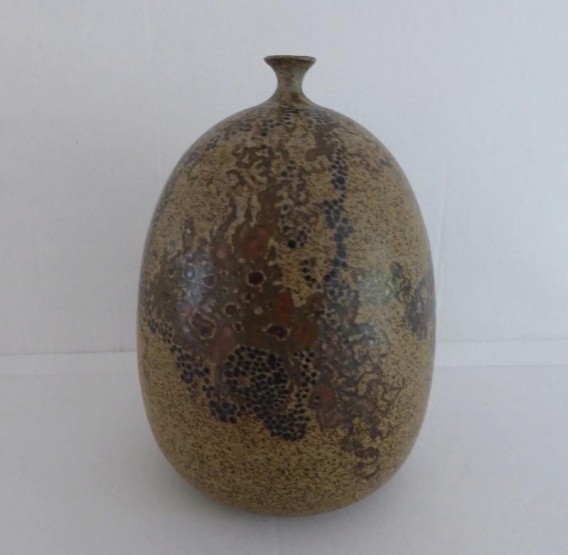 Unknown pot no 2 . No Mark P1060613