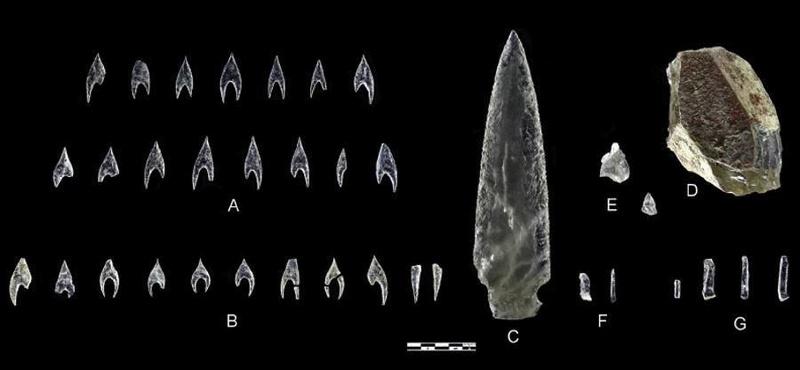 Un poignard et des armatures en cristal de roche - Espagne, Néo final Crysta11