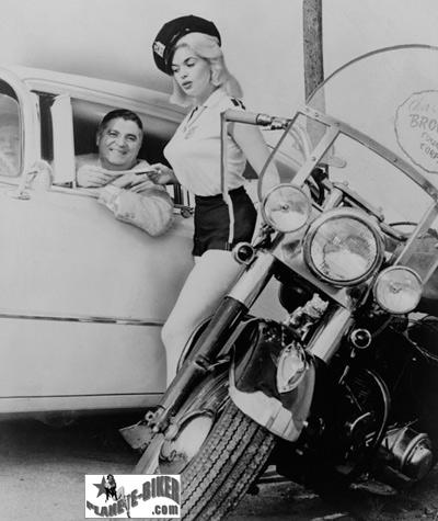 Ils ont posé avec une Harley, principalement les People - Page 6 01-0310