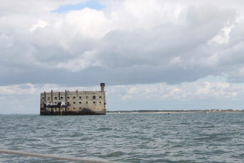 Êtes-vous déjà passé en bateau devant le Fort ? - Page 7 Img_4510