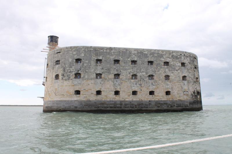 Êtes-vous déjà passé en bateau devant le Fort ? - Page 7 Img_4512