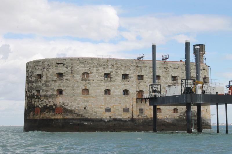 Êtes-vous déjà passé en bateau devant le Fort ? - Page 6 Img_4513