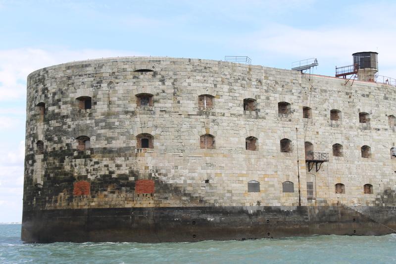 Êtes-vous déjà passé en bateau devant le Fort ? - Page 6 Img_4514