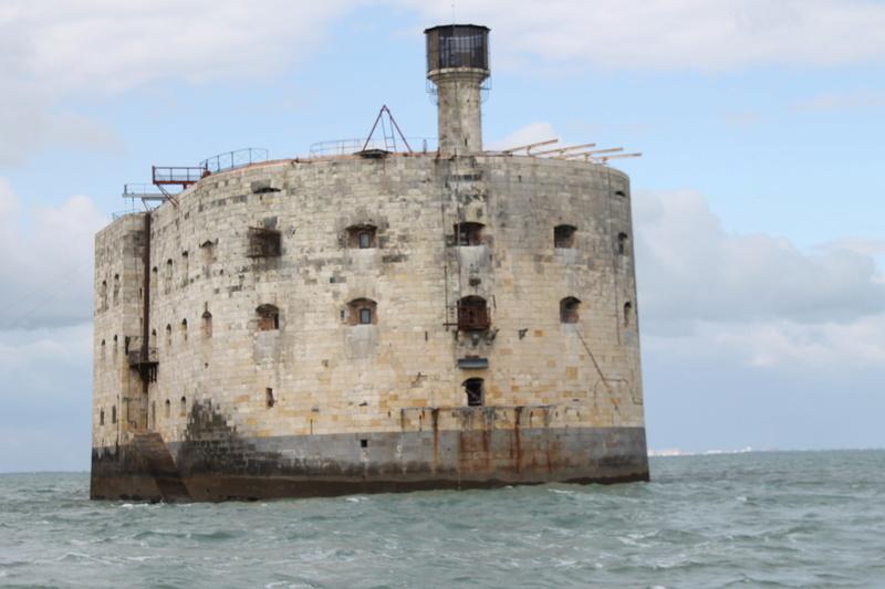 Êtes-vous déjà passé en bateau devant le Fort ? - Page 7 Img_4515