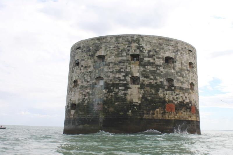 Êtes-vous déjà passé en bateau devant le Fort ? - Page 7 Img_4516