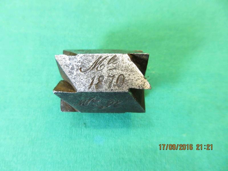 Précisions sur le revolver de Marine modèle 1870 N Img_4416