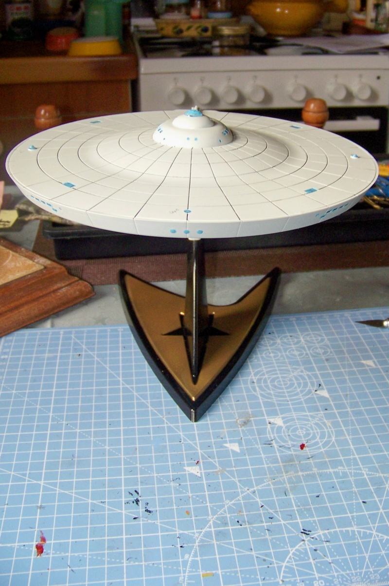 NCC 1657 (Revell 1/600) FINI - Page 2 100_5343