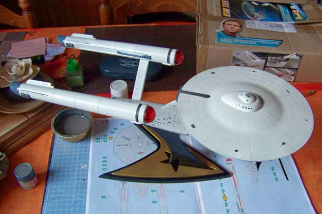 NCC 1657 (Revell 1/600) FINI - Page 2 100_5388