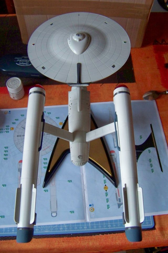 NCC 1657 (Revell 1/600) FINI - Page 2 100_5392