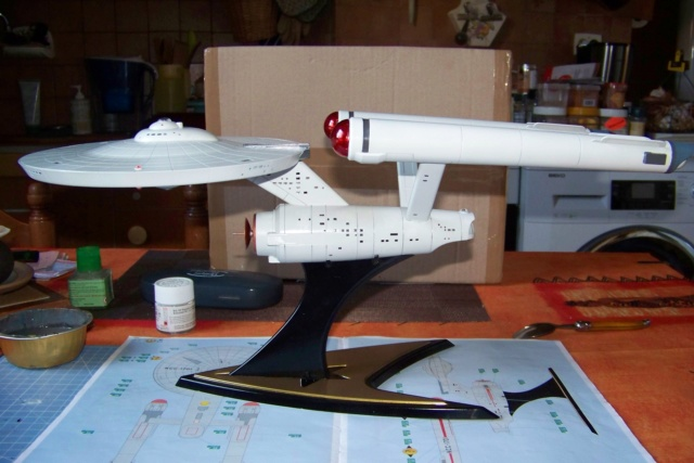 NCC 1657 (Revell 1/600) FINI - Page 2 100_5394