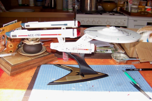 NCC 1657 (Revell 1/600) FINI - Page 2 100_5410