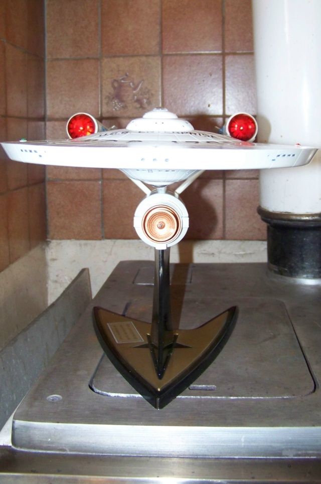 NCC 1657 (Revell 1/600) FINI - Page 2 100_5412