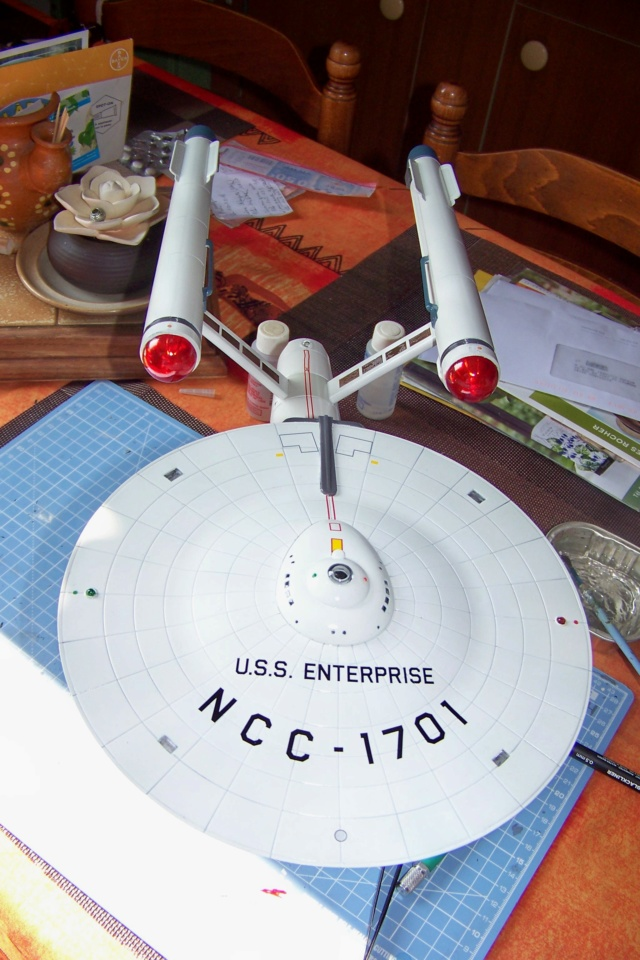 NCC 1657 (Revell 1/600) FINI - Page 2 100_5413