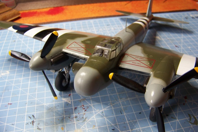 "DH 98 ""Mossie"" NF MK XIII 1/48  "" FINI ! "" - Page 2 100_5691"