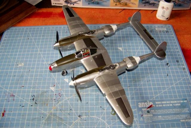 P-38J, ALG-A10 CATZ 07/44 ( Academy 1/48)( FINI ) - Page 3 100_5722