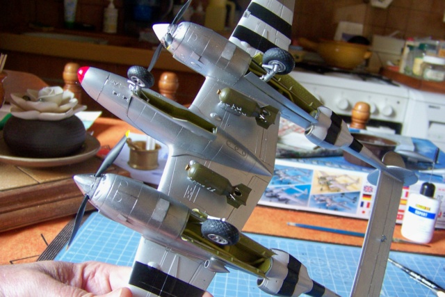 P-38J, ALG-A10 CATZ 07/44 ( Academy 1/48)( FINI ) - Page 3 100_5731