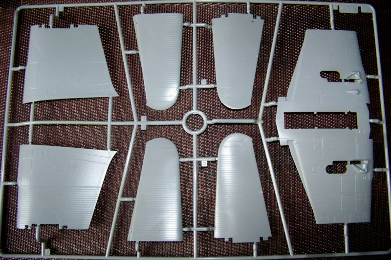 Ouvre Boite TBD-1 Devastator Great Wall Hobby 1/48 100_6272