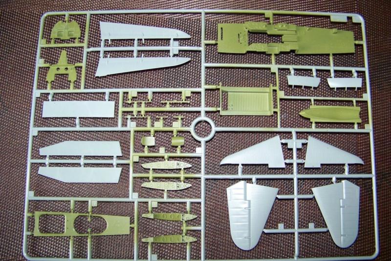Ouvre Boite TBD-1 Devastator Great Wall Hobby 1/48 100_6279