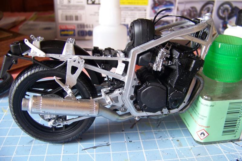 Suzuki GSXR 750 1986 (1/12 Hasegawa ) - Page 2 100_7100