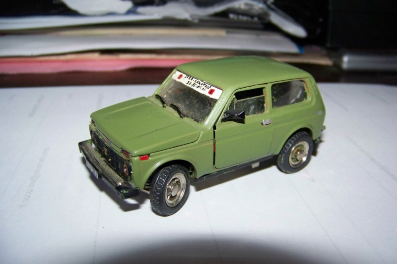 Nouvelle lubie.....L'automobile russe en miniatures. - Page 4 100_8353