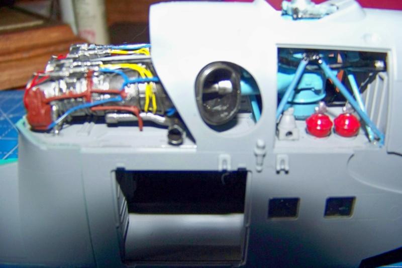 Mil Mi 24 V/VP Zvezda 1/48 - Page 2 100_8425