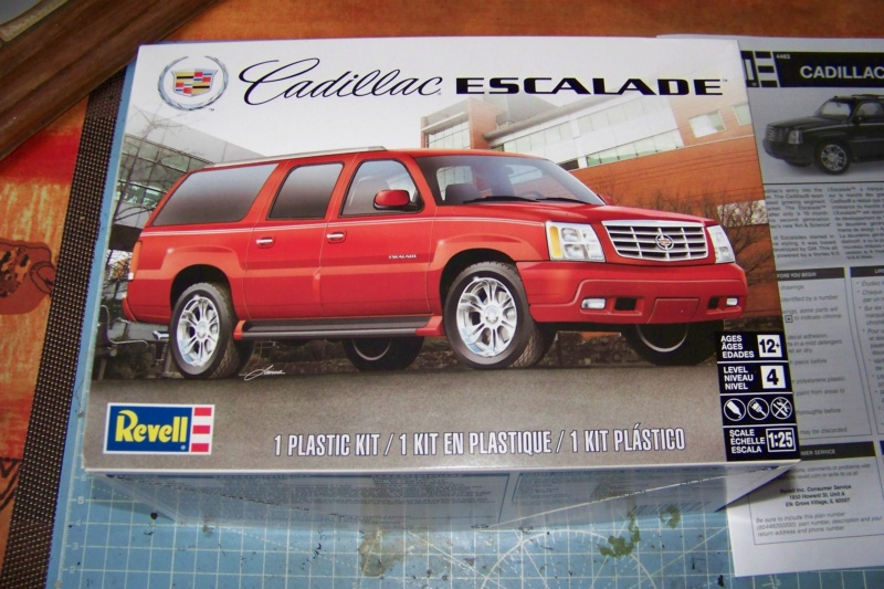 From the box - Cadillac Escalade Revell 1/25 100_8623