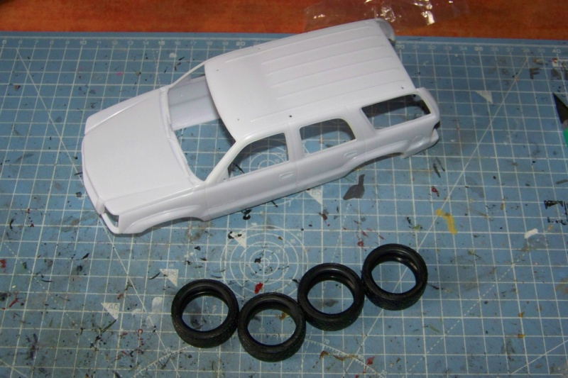 From the box - Cadillac Escalade Revell 1/25 100_8628