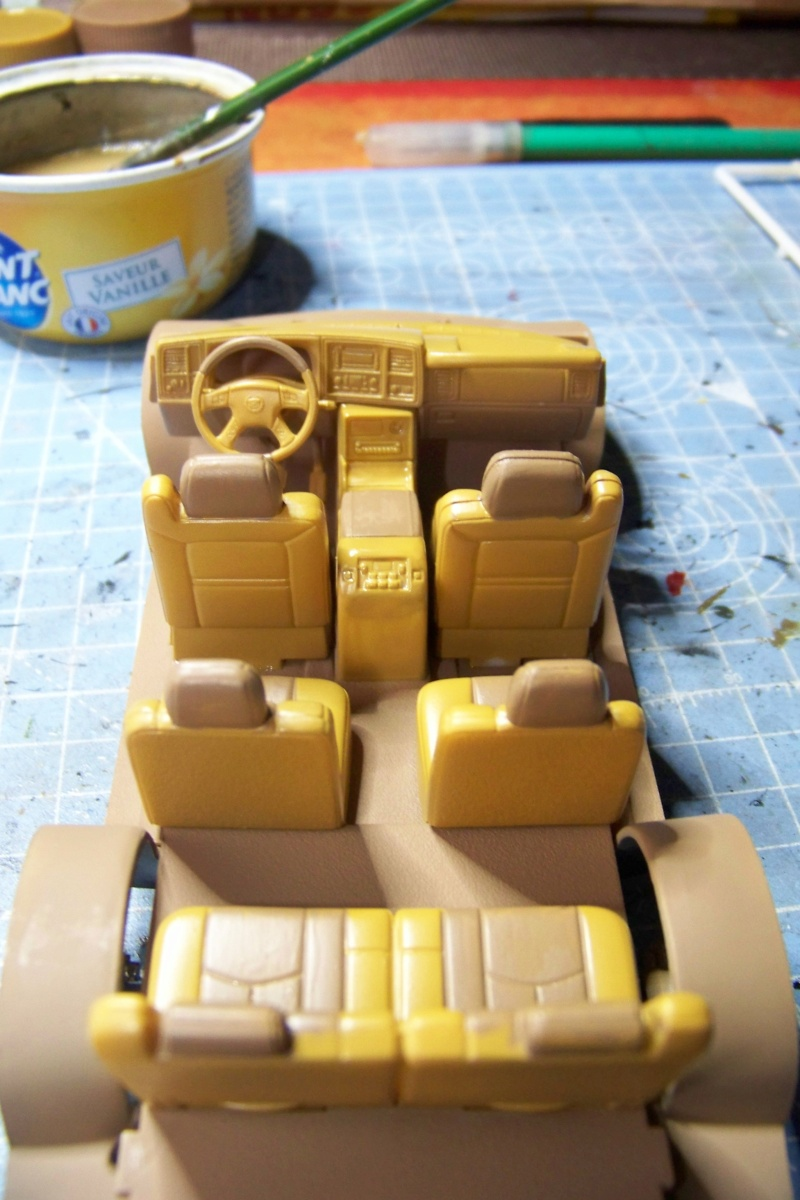 From the box - Cadillac Escalade Revell 1/25 - Page 2 100_8664