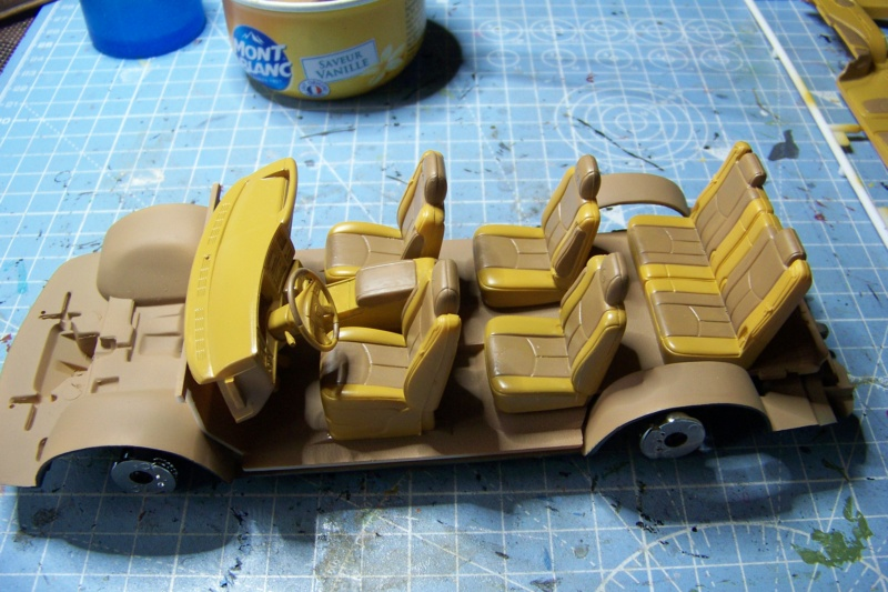 From the box - Cadillac Escalade Revell 1/25 - Page 2 100_8665