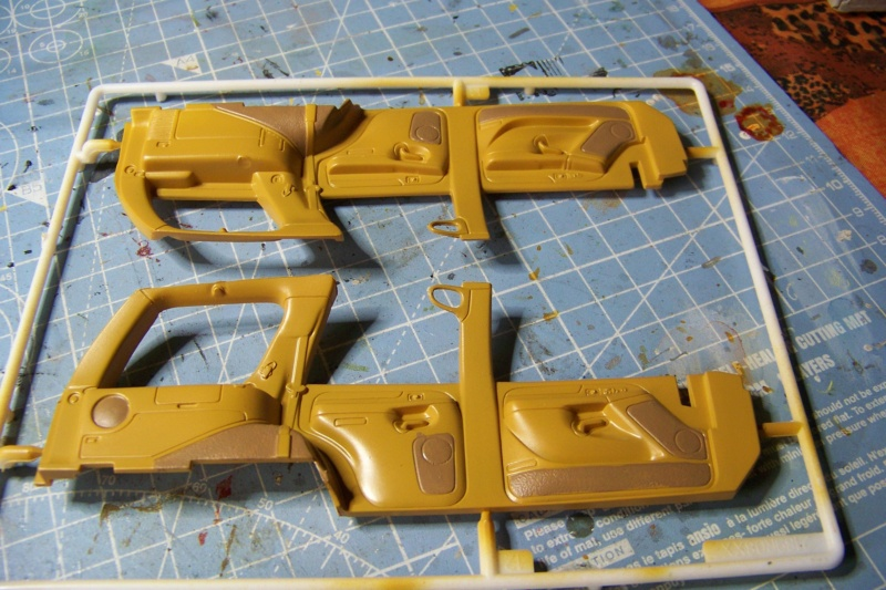 From the box - Cadillac Escalade Revell 1/25 - Page 2 100_8666