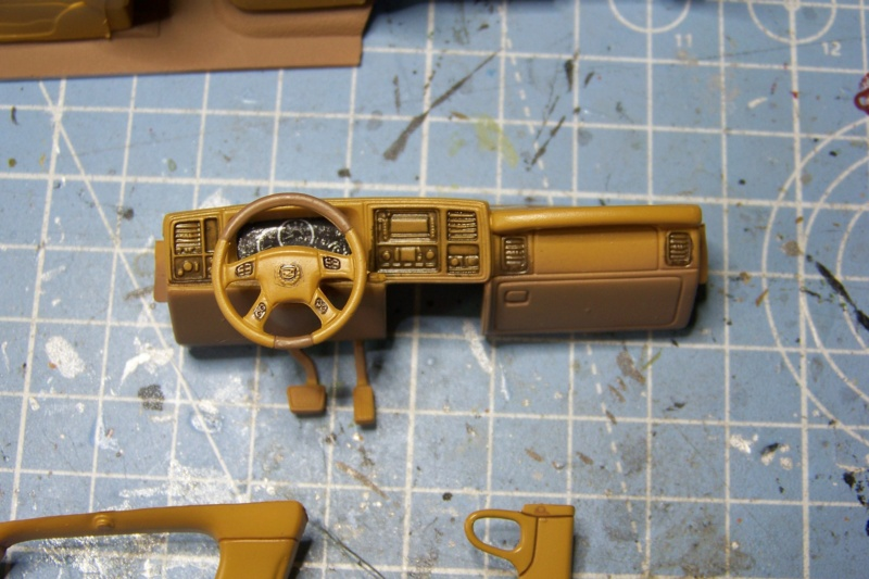 From the box - Cadillac Escalade Revell 1/25 - Page 2 100_8667