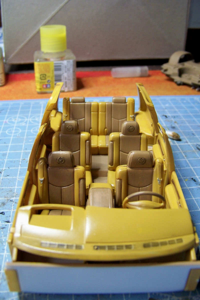 From the box - Cadillac Escalade Revell 1/25 - Page 2 100_8672