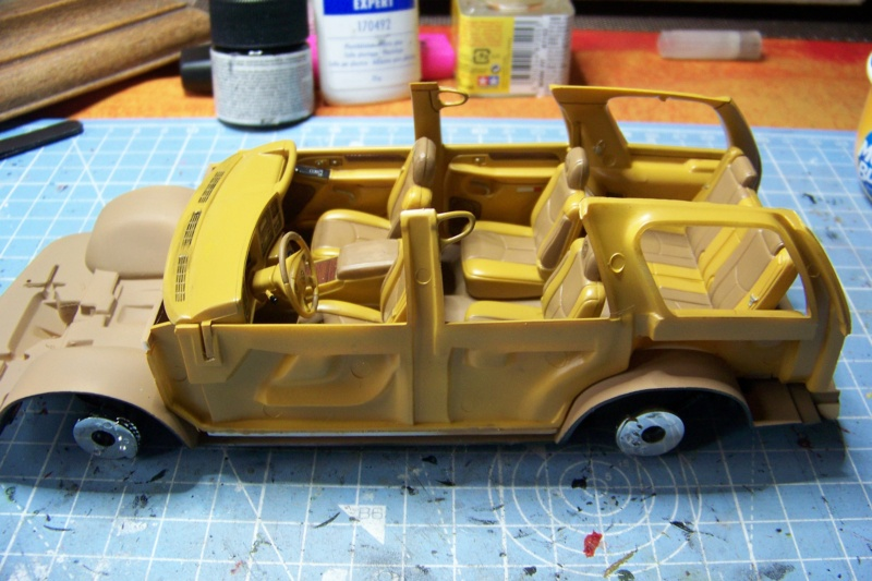 From the box - Cadillac Escalade Revell 1/25 - Page 2 100_8673