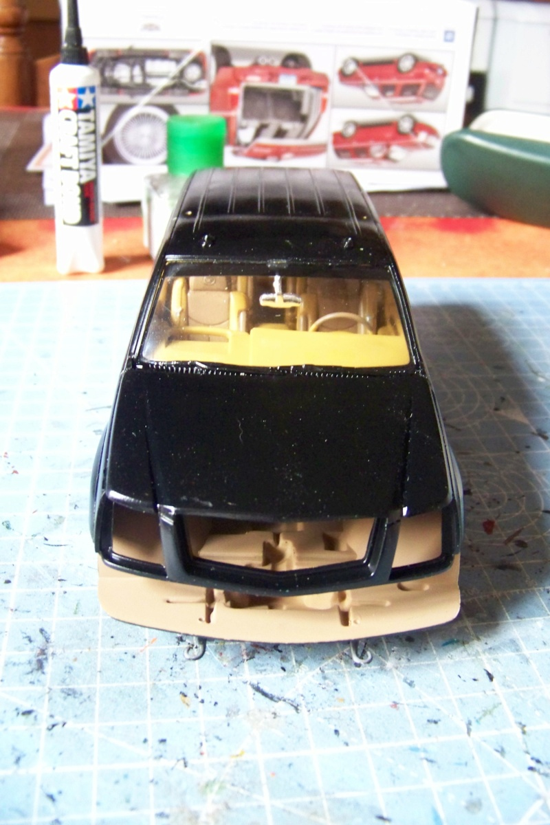 From the box - Cadillac Escalade Revell 1/25 - Page 4 100_8772
