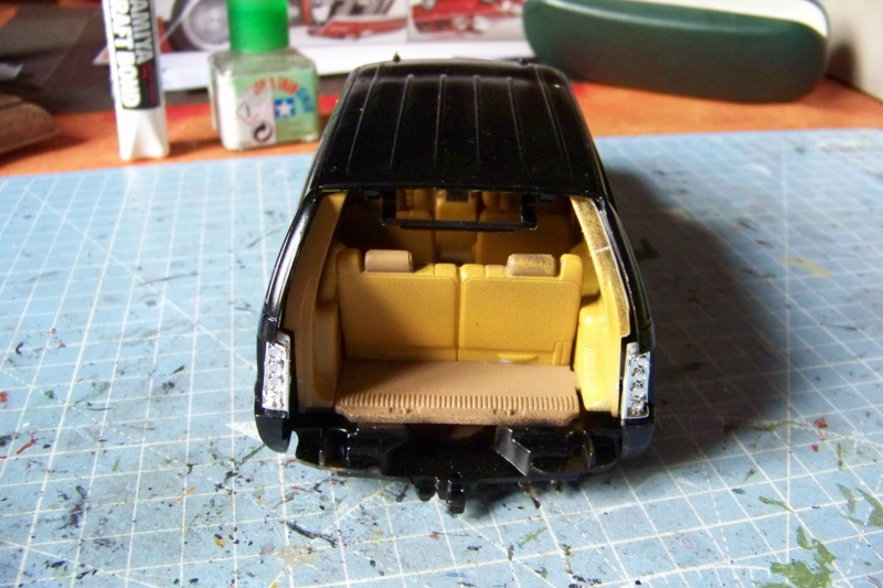 From the box - Cadillac Escalade Revell 1/25 - Page 4 100_8773