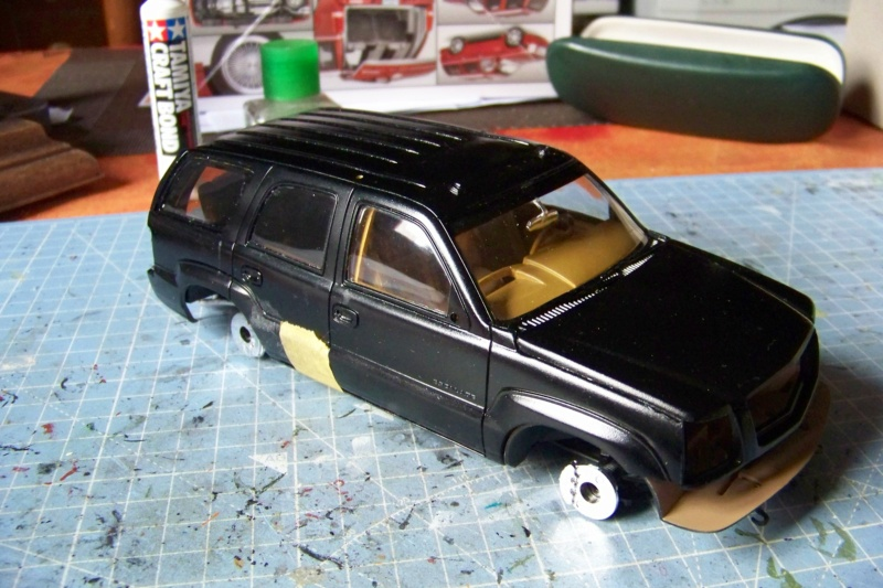 From the box - Cadillac Escalade Revell 1/25 - Page 4 100_8774