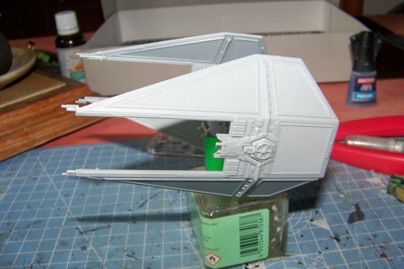 From the box - Intercepteur Tie ( Revell easy model 1/72) 100_9115
