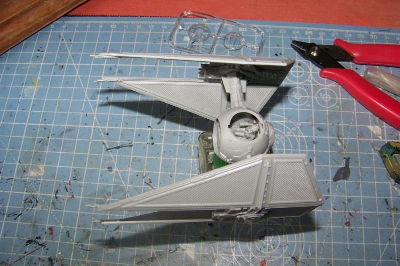 From the box - Intercepteur Tie ( Revell easy model 1/72) 100_9116