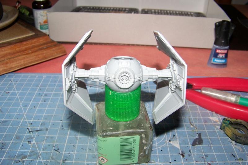 From the box - Intercepteur Tie ( Revell easy model 1/72) 100_9117