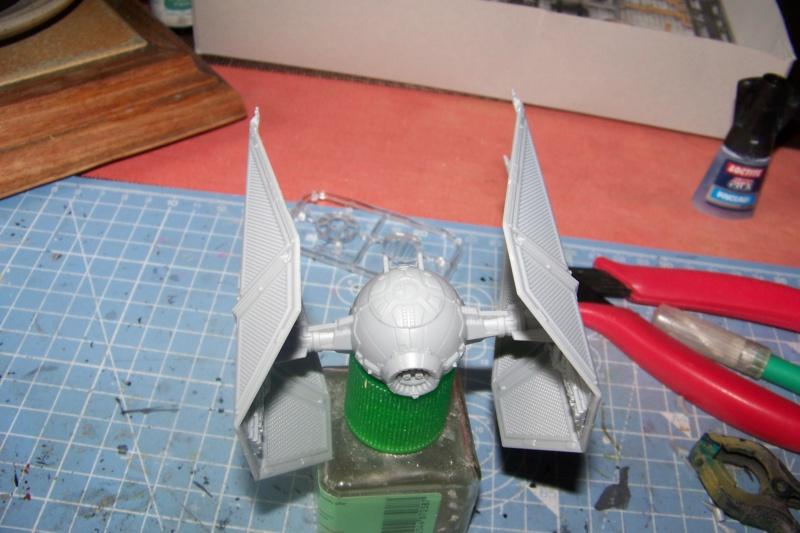 From the box - Intercepteur Tie ( Revell easy model 1/72) 100_9118