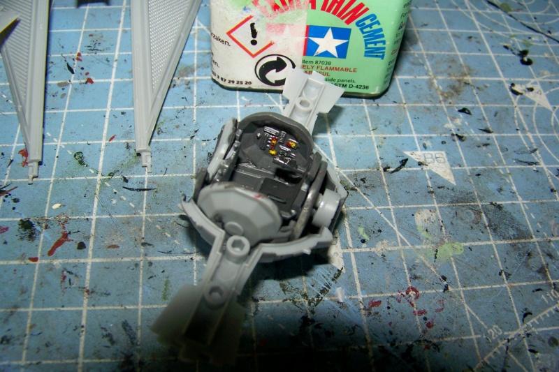 From the box - Intercepteur Tie ( Revell easy model 1/72) 100_9119