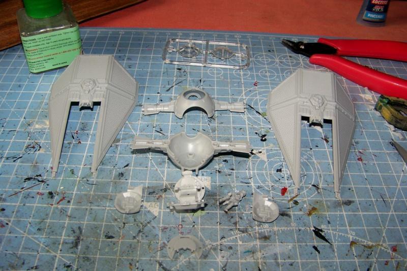 From the box - Intercepteur Tie ( Revell easy model 1/72) 100_9120