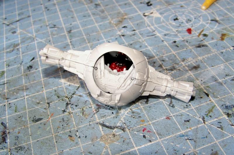 From the box - Intercepteur Tie ( Revell easy model 1/72) 100_9154