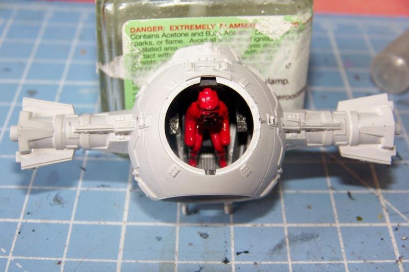 From the box - Intercepteur Tie ( Revell easy model 1/72) 100_9155
