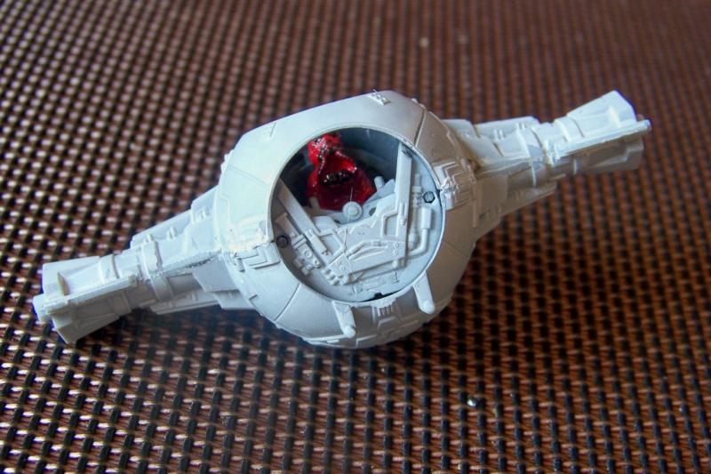 From the box - Intercepteur Tie ( Revell easy model 1/72) 100_9156