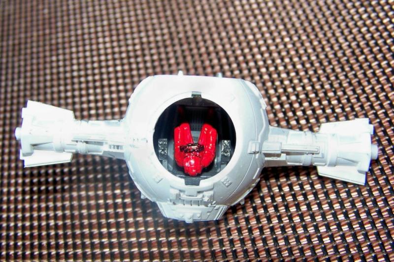 From the box - Intercepteur Tie ( Revell easy model 1/72) 100_9158