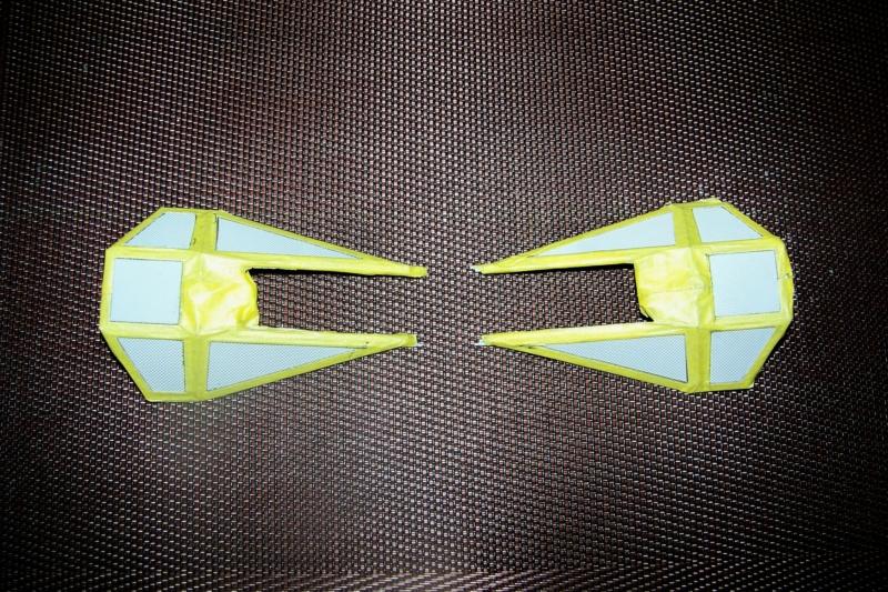 From the box - Intercepteur Tie ( Revell easy model 1/72) 100_9169