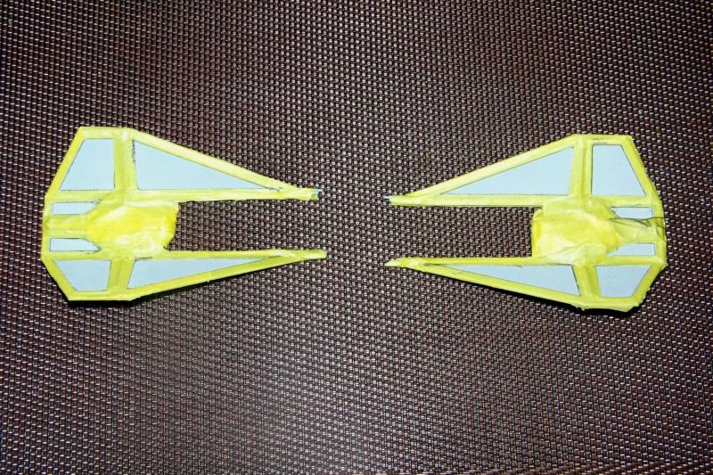 From the box - Intercepteur Tie ( Revell easy model 1/72) 100_9170