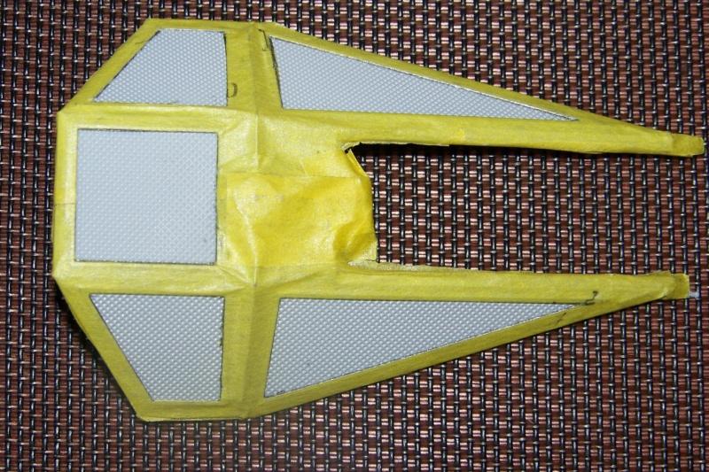 From the box - Intercepteur Tie ( Revell easy model 1/72) 100_9171