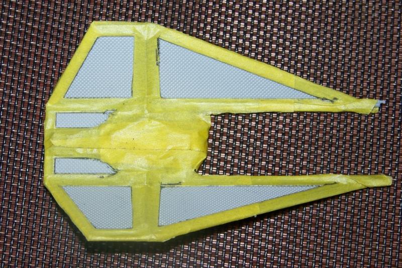 From the box - Intercepteur Tie ( Revell easy model 1/72) 100_9172
